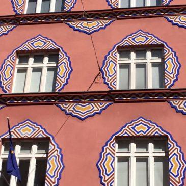 Poslopje nekdanje Zadružne gospodarske banke na Miklošičevi v Ljubljani, ki ga je okrasila Helena Vurnik (1882 - 1962)